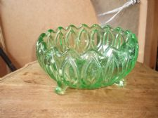 VINTAGE LARGE HEAVY URANIUM VASELINE GREEN GLASS BOWL SCROLL FEET STRONG UV GLOW